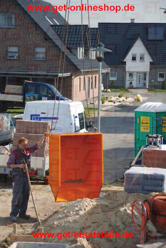 Baustoff-Behälter Typ BBG 100 Unentbehrliche Helfer bei Sanierungs-, Neubau- oder Modernisierungsarbeiten     3-fach stapelbar     stabile Konstruktion aus glattem Stahlblech Oberfläche     lackiert:      orange RAL 2000      rot RAL 3000      blau RAL 5012      grün RAL 6011      grau RAL 7005     feuerverzinkt nach EN ISO 1461 Zubehör     Aufnahmezapfen zum Auskippen mit     Kipptraverse Typ BBT     verzinkter Deckel, abschließbar